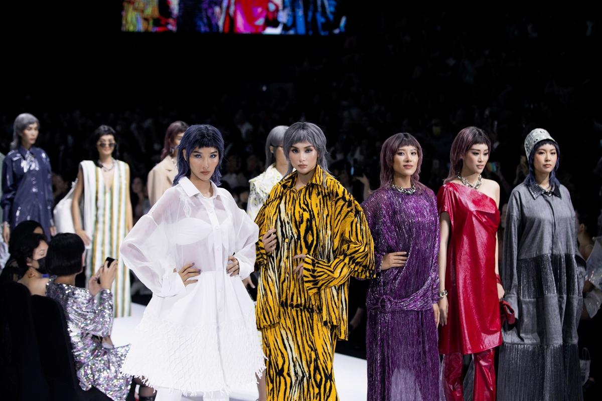 Đêm diễn đầu tiên của Tuần lễ Thời trang Quốc tế Việt Nam 2020 đã chính thức diễn ra ngày 03/12/2020 tại Nhà thi đấu Nguyễn Du (TP.HCM).