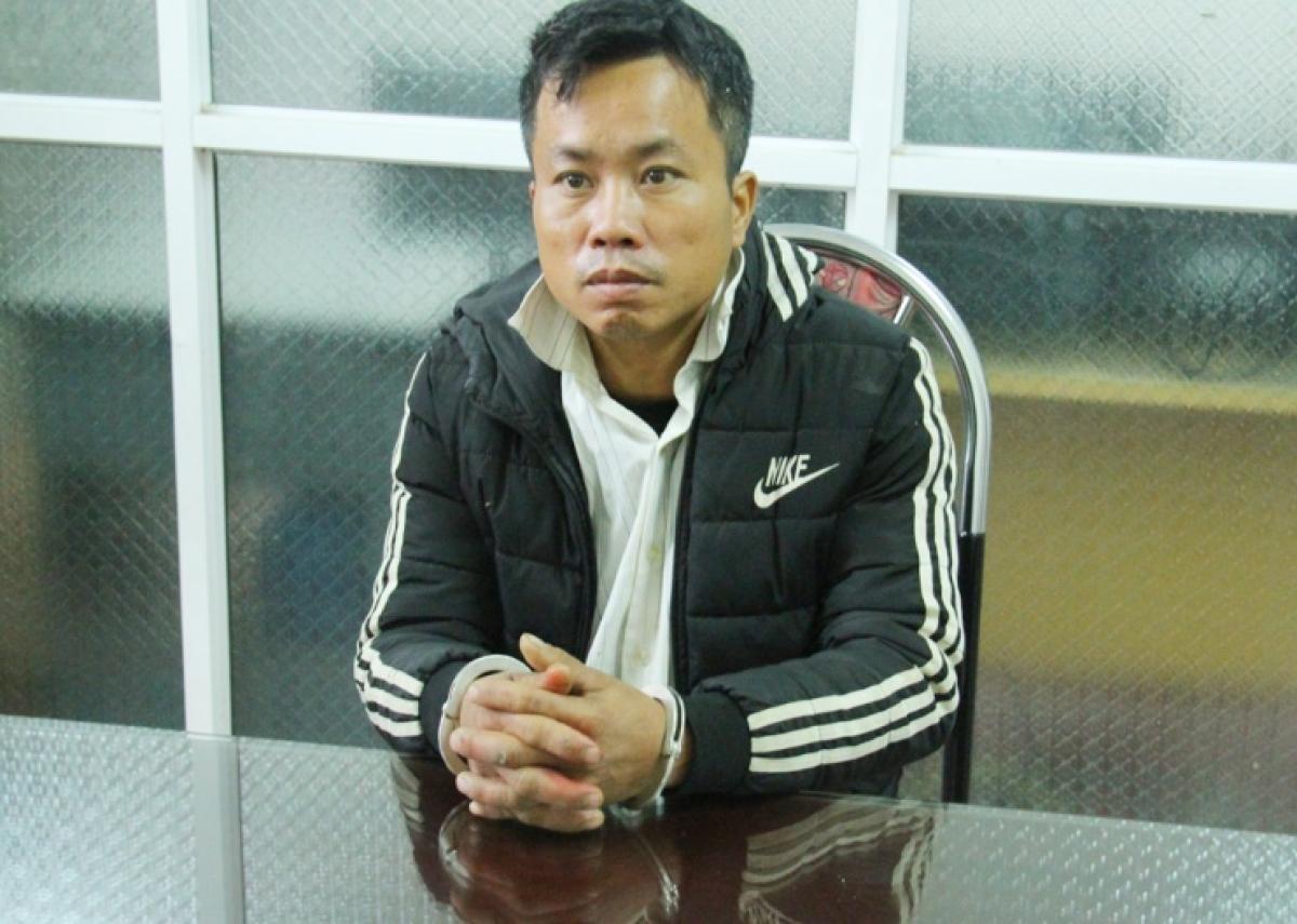 Đối tượng Phạm Ngọc Môn cùng tang vật bị bắt giữ (Ảnh: Quỳnh Trang)