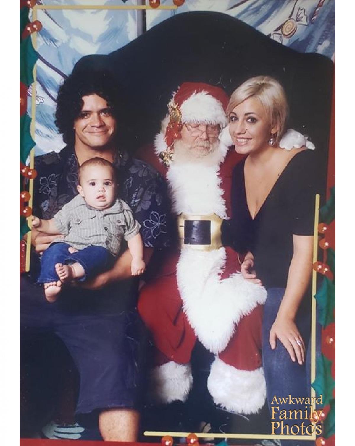 Ông già Noel đang nhòm vào đâu thế kia?