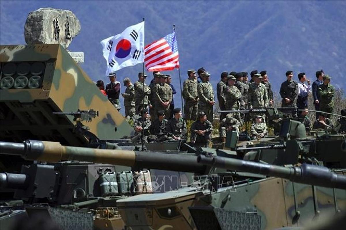 Binh sĩ Hàn Quốc và Mỹ trong cuộc tập trận chung tại Pocheon, Hàn Quốc. Ảnh: AFP/TTXVN