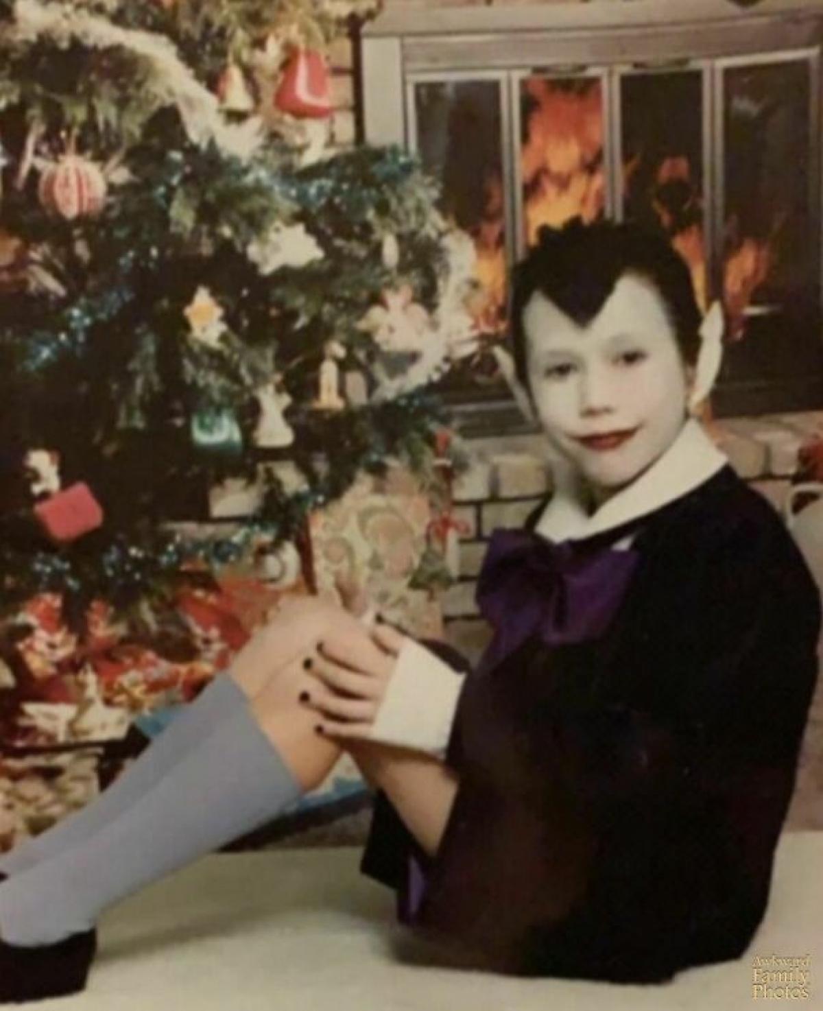 Cậu bé hoá trang với gương mặt như phim kinh dị.