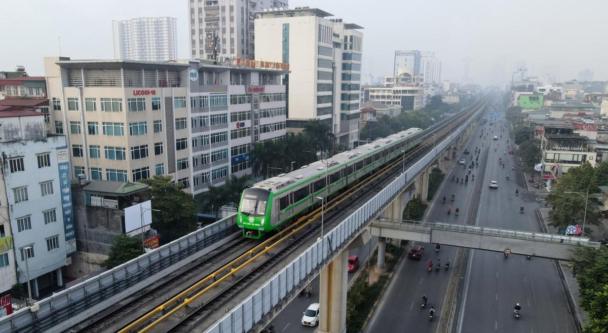 Sau 3 ngày đầu vận hành thử Dự án đường sắt Cát Linh - Hà Đông, các lượt tàu đã được chạy đủ theo biểu đồ hoạt động, tổng số chuyến đạt 287 lượt/ngày với tần suất 6 phút/lượt.