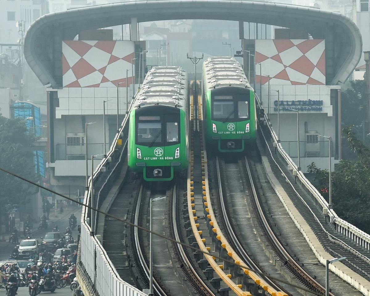 Cục Đăng kiểm (Bộ GTVT) cho biết, đơn vị này đã thực hiện xong và cấp kiểm định chính thức cho 13 đoàn tàu và hạng mục liên quan của đường sắt đô thị tuyến Cát Linh – Hà Đông (Hà Nội).