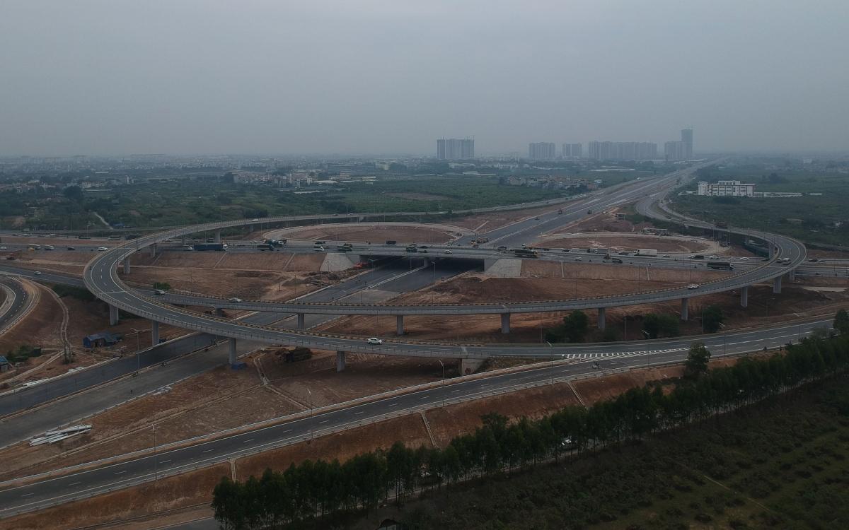 Nút giao đường vành đai 3 với đường cao tốc Hà Nội - Hải Phòng tại địa bàn quận Long Biên và huyện Gia Lâm. Phạm vi nút giao theo hướng đường ô tô cao tốc Hà Nội - Hải Phòng bắt đầu từ Km0 - 420 (kết nối với đường Cổ Linh) và điểm cuối tại Km1 + 065,74 (kết nối với đoạn tuyến cao tốc đã thi công giai đoạn 1).