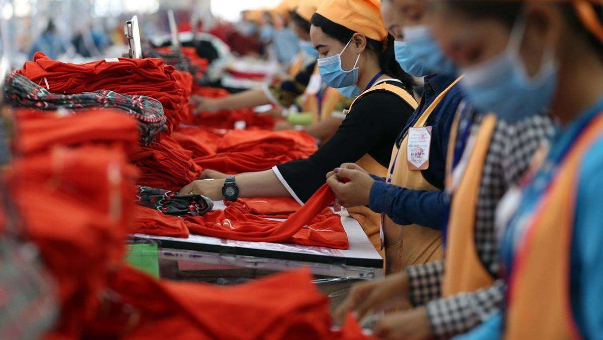 Campuchia gia hạn chương trình trợ cấp người lao động và các ngành kinh tế.