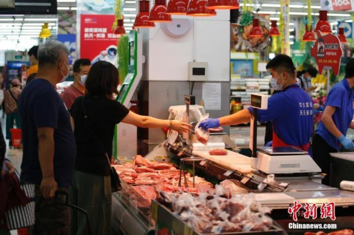 Quầy bán thịt lợn tại một siêu thị ở Bắc Kinh, Trung Quốc. Nguồn Chinanews