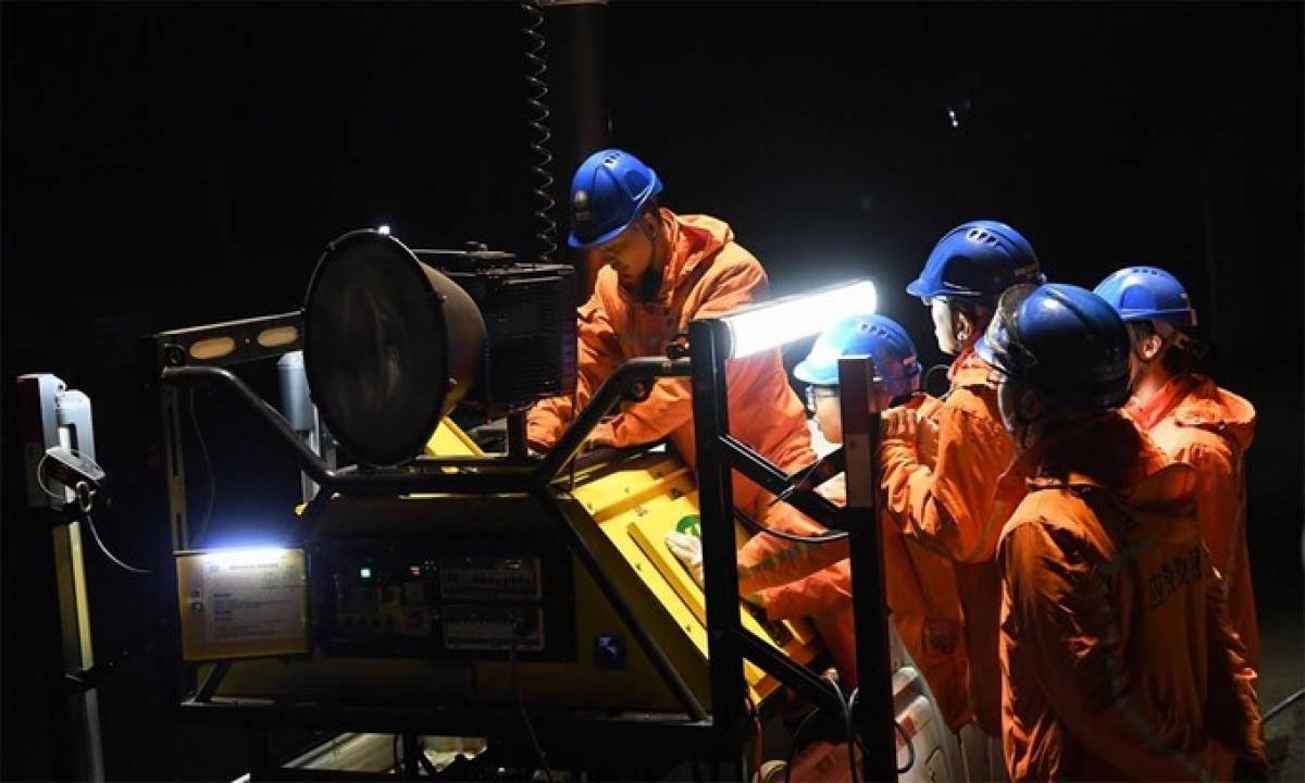 Lực lượng chức năng tham gia cứu hộ tại mỏ than ngày 5/12. Ảnh: AFP.