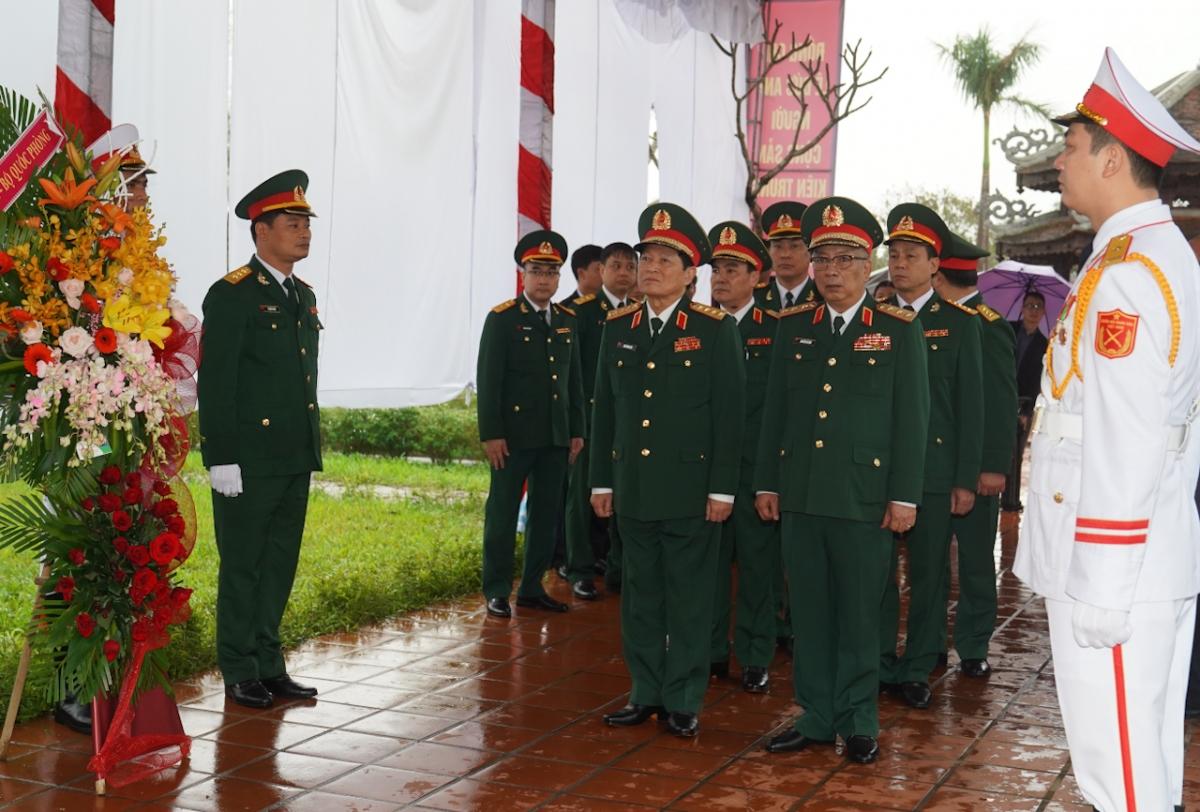 Đoàn đại biểu Bộ Quốc phòng dâng hương tưởng niệm Đại tướng Lê Đức Anh