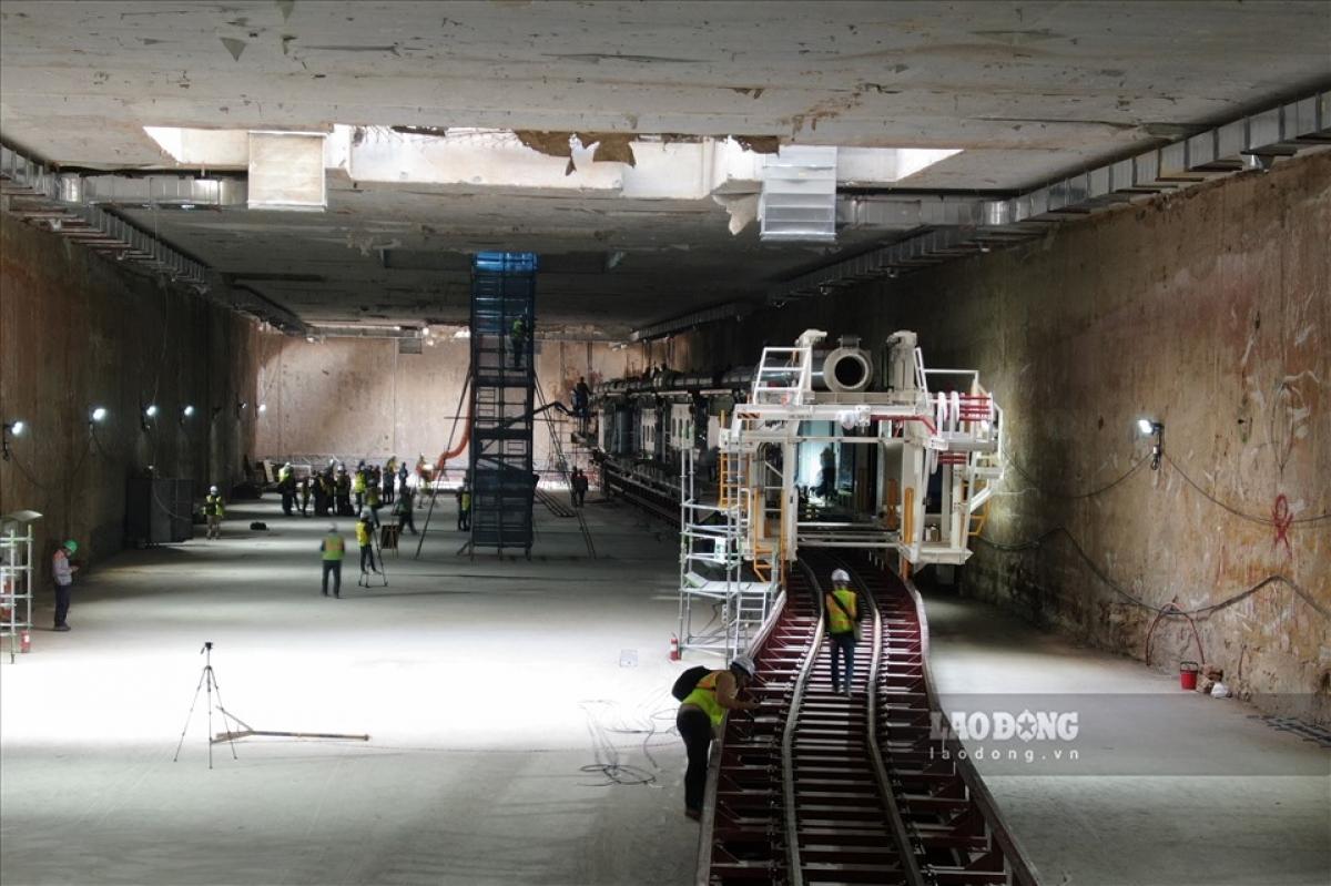 Bên trong hầm chứa robot khủng thi công dự án Nhổn - Ga Hà Nội. Ảnh: Lao động