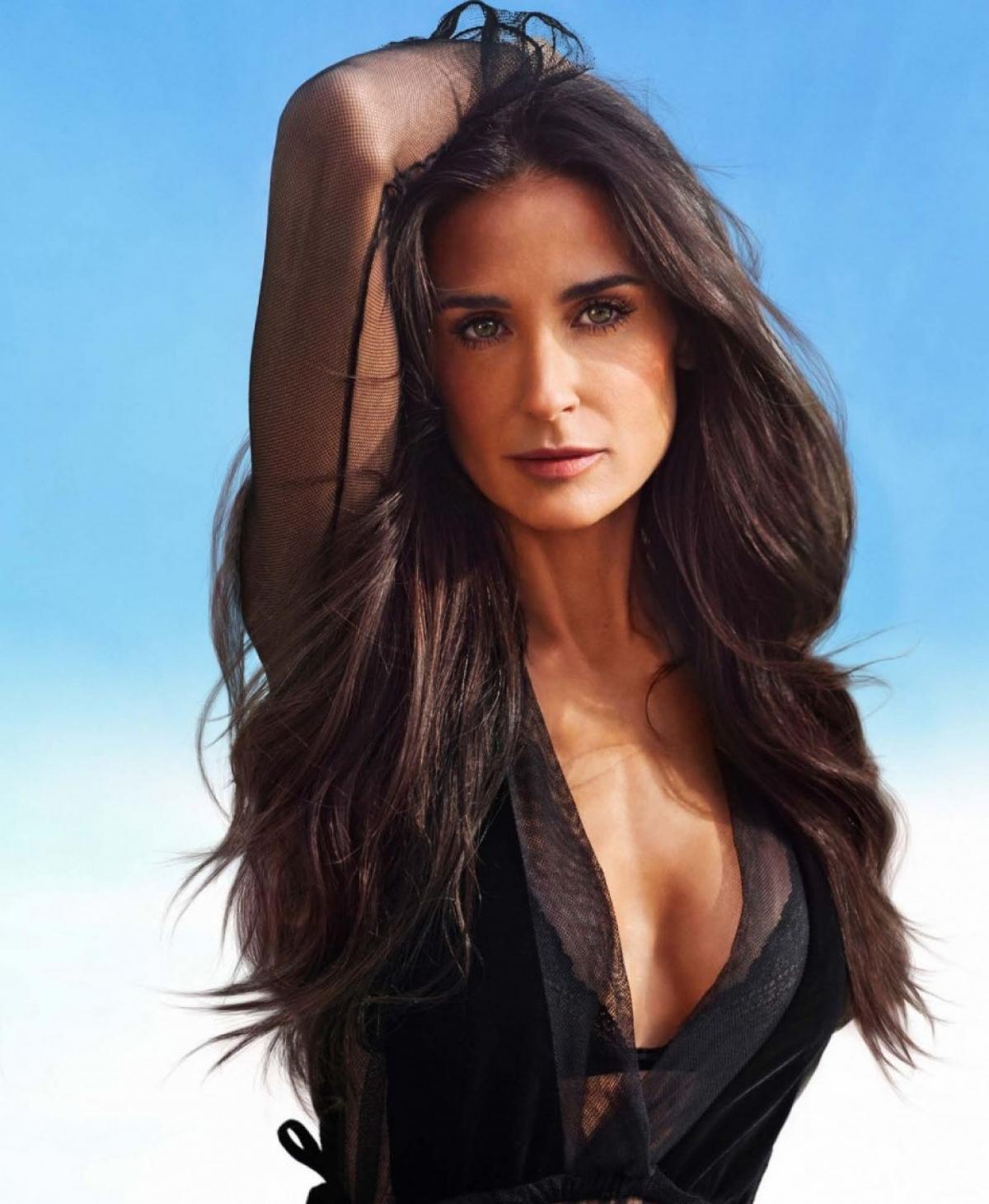 Demi Moore vào vai Piper Griffin, vợ của William, khách hàng thân thiết của nhân vật chính Nico.
