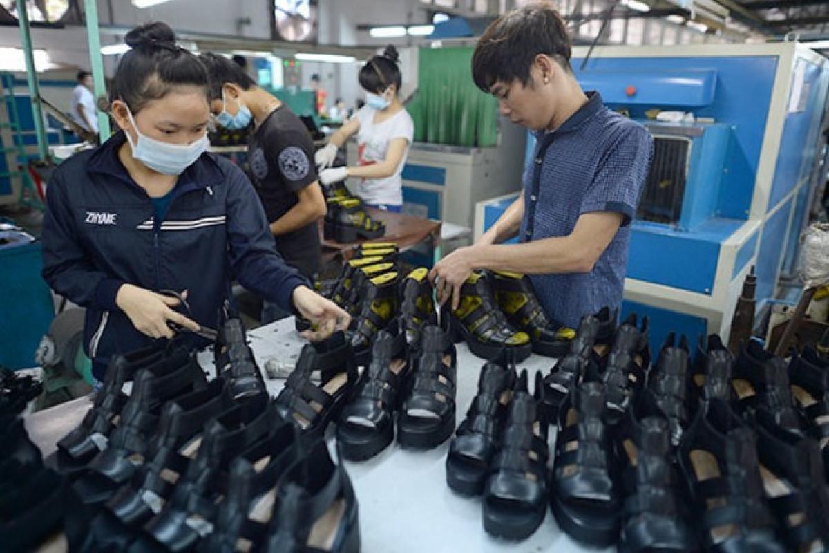 11 tháng năm 2020, sản lượng giày dép da sản xuất ước đạt 265,6 triệu đôi, giảm 2,5% so với cùng kỳ năm 2019.