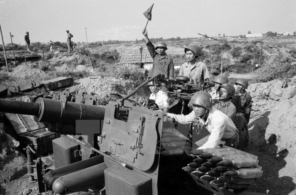 Đơn vị pháo cao xạ bảo vệ Thủ đô đã bắn rơi nhiều máy bay B-52 trong trận 12 ngày đêm. (Ảnh: TTXVN)