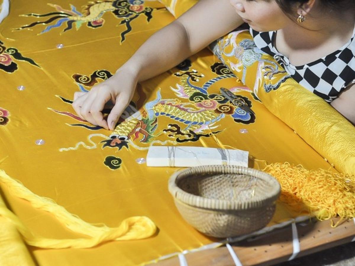 Khâu chọn vải phải lựa chọn những làng nghề có uy tín.