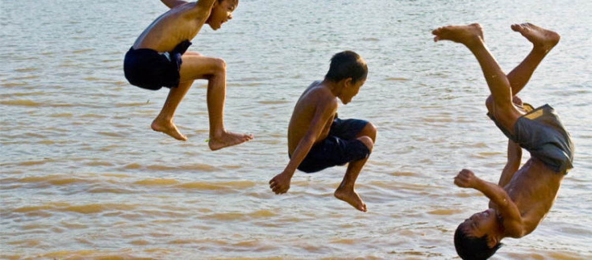 Nhiều trường hợp đuối nước trẻ em xảy ra do sự thiếu kiến thức của người lớn, bản thân trẻ thiếu các kỹ năng an toàn. (Ảnh minh họa:KT)