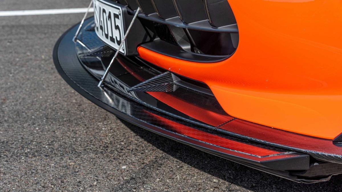 Thiết kế ngoại thất của AMG GT Black Series được lấy cảm hứng trực tiếp từ hai mẫu xe đua AMG GT3 và AMG GT4. Xe được trang bị phần cản trước mới với hốc gió lớn hơn đáng kể thừa hưởng từ AMG GT3.