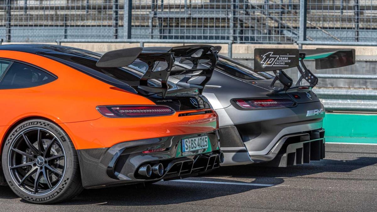 Mercedes-AMG GT Black Series sở hữu động cơ V8 M178 LS2 tăng áp kép, dung tích 4.0 lít. Động cơ nhận được nhiều sự nâng cấp, bao gồm cả thứ tự đánh lửa mới và trục khuỷu phẳng, nhờ đó, nó có thể tạo ra 720 mã lực và mô-men xoắn cực đại 800 Nm.
