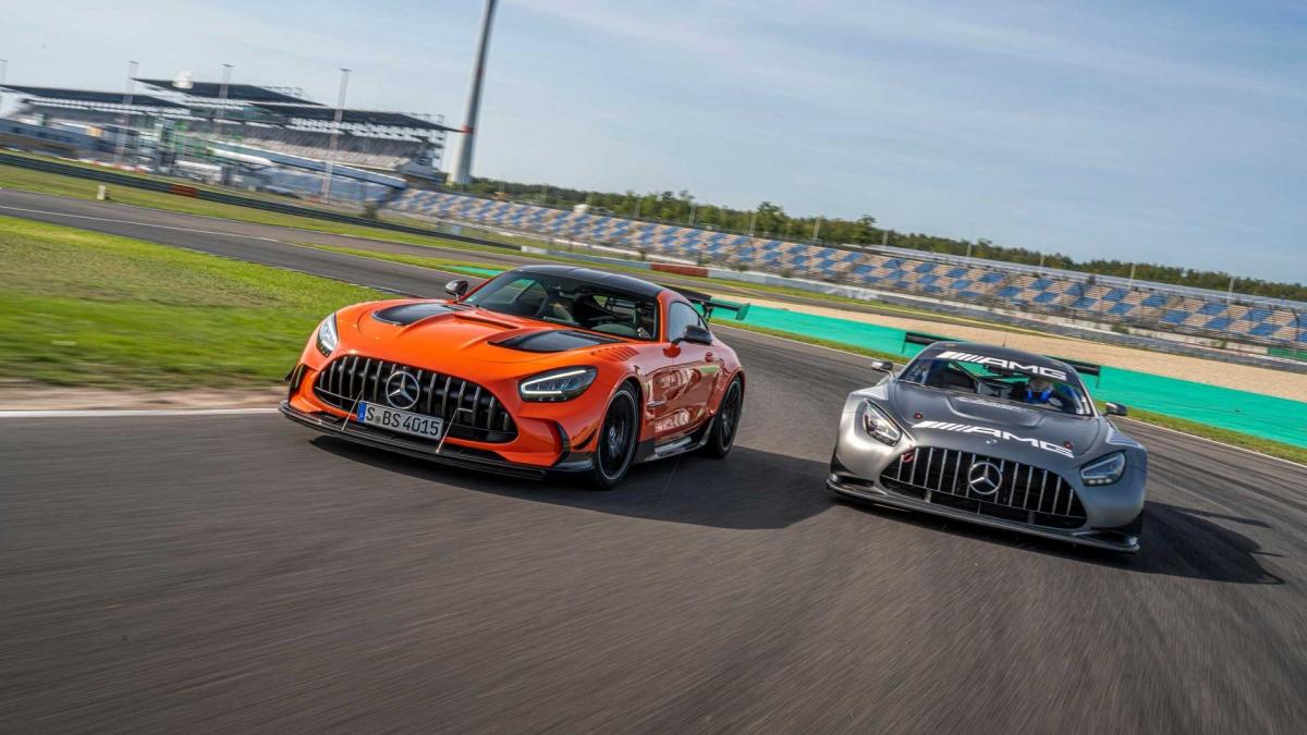 Ở phân khúc giá bán trên 300.000 USD, Mercedes-AMG GT Black Series sẽ cạnh tranh với những đối thủ chính như McLaren 620R, McLaren 765LT, Lamborghini Huracan Performante,...