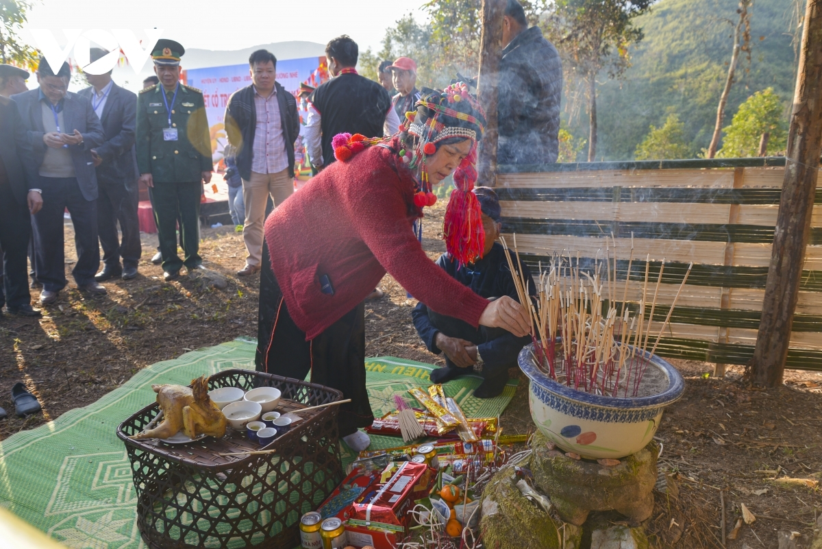 A god worshipping ceremony at the local temple is a must before the start of the festival.