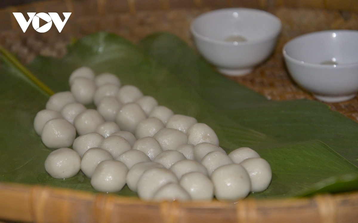 The delicacy is made using glutinous rice flour and then offered to the ancestors on the first day of the festival.