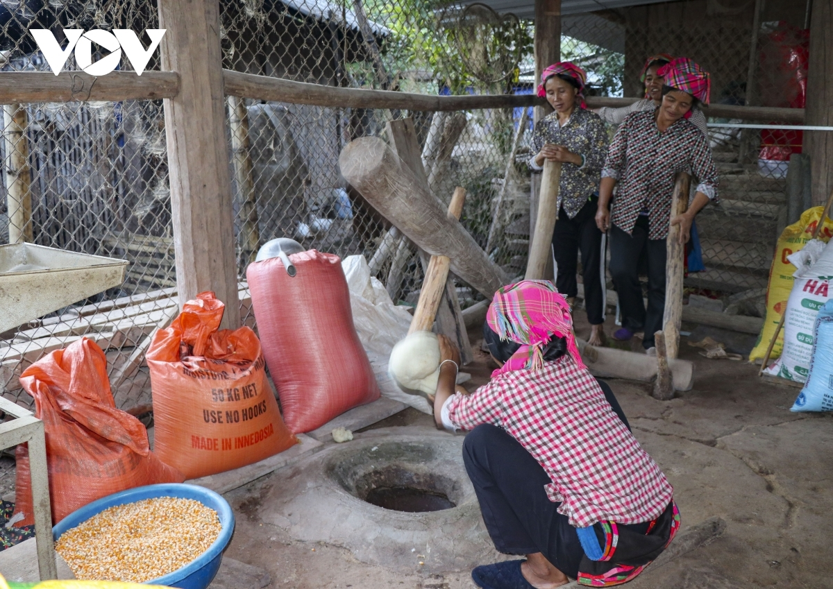 Family members make Banh Day, a type of glutinous round rice cake, on the second day of the new year festival.