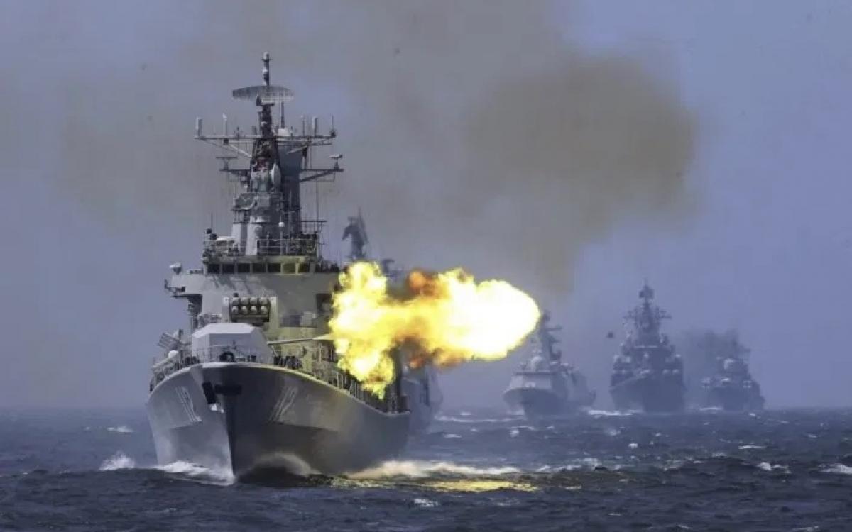 Tàu hải quân Trung Quốc tập trận. Ảnh: Asia Times.