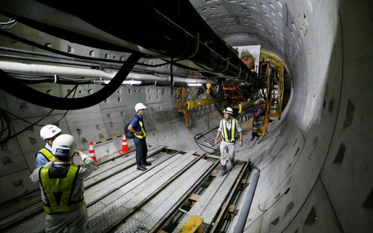 Việc vận hành hai máy TBM đào hầm tại tuyến này sẽ do các kỹ sư, công nhân của Fecon đảm nhiệm dưới sự giám sát và tham gia của các chuyên gia, kỹ sư nước ngoài, của nhà sản xuất TBM.