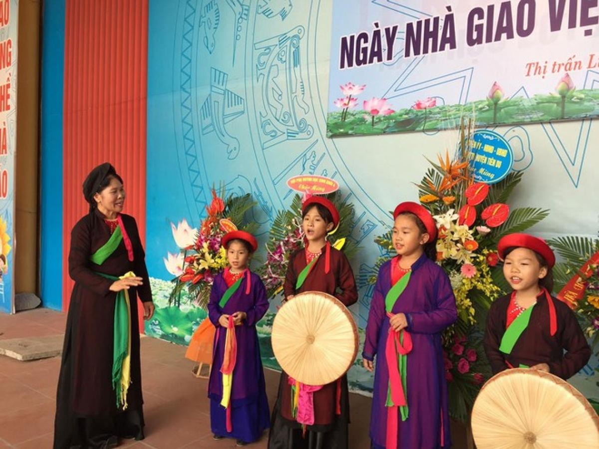 Các trường học tại Bắc Ninh đẩy mạnh dạy dân ca Quan họ cho học sinh. (Ảnh minh họa, nguồn: Thanh niên)