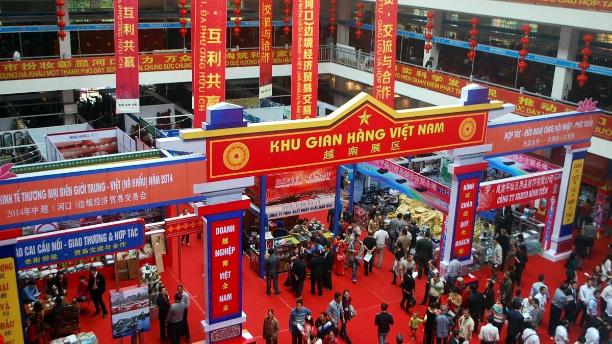Hội chợ thương mại biên giới Việt - Trung được duy trì thường niên từ năm 2001 đến nay. (Ảnh: laocai.gov.vn)