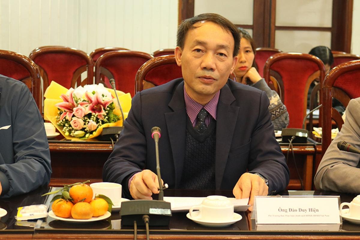 Ông Đào Duy Hiện - Phó Trưởng Ban Thực hiện chính sách Bảo hiểm xã hội (BHXH Việt Nam) thông tin tại tọa đàm.