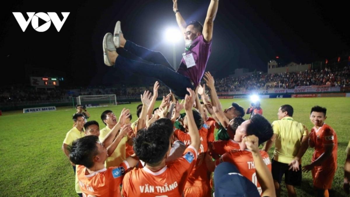 Thầy trò HLV Đức Thắng được thưởng lớn nếu vô địch V-League 2021.