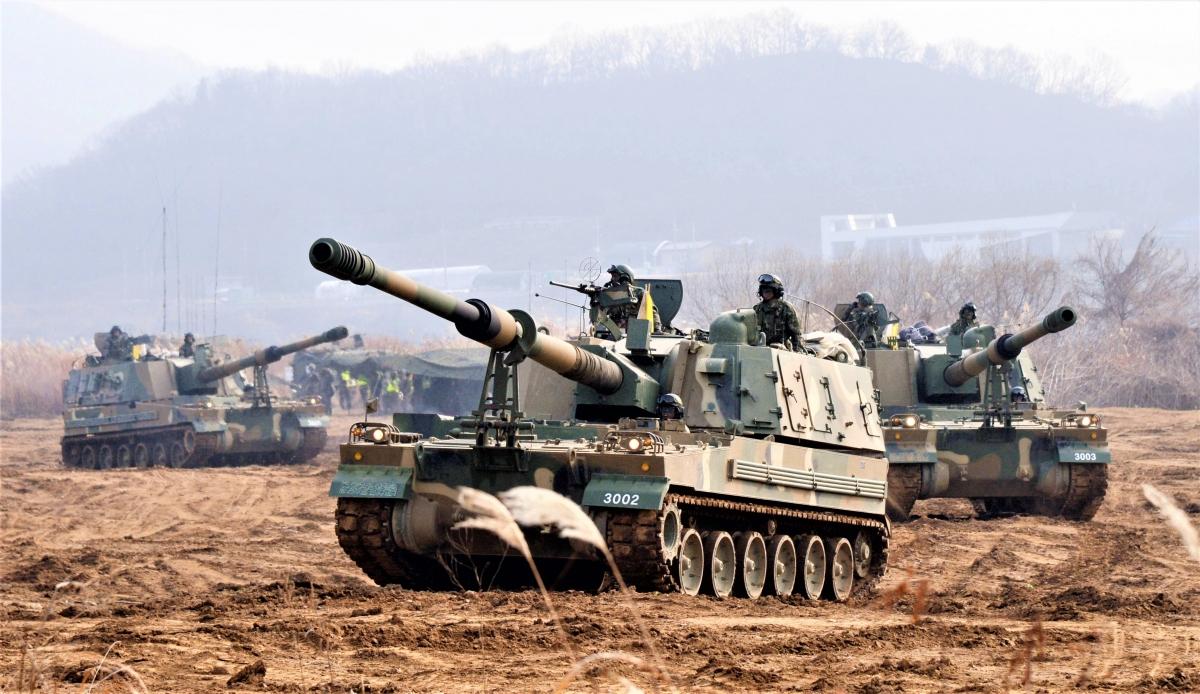 Hàn Quốc duy trì một lực lượng quân sự thường trực lớn dọc biên giới hai miền tại vĩ tuyến 38; Nguồn: reddit.com
