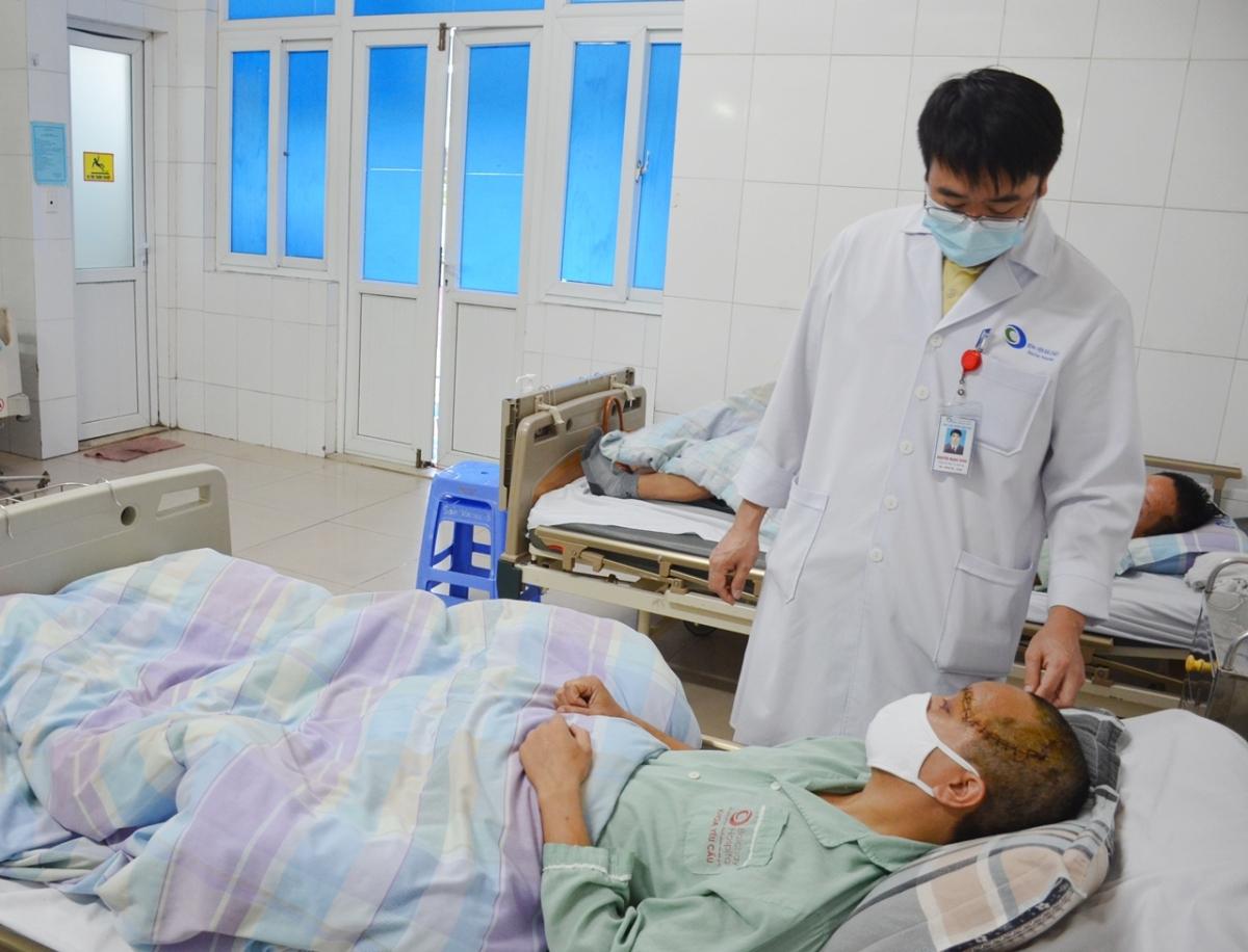 Hiện tại bệnh nhân đã rút máy thở, tỉnh táo, nói chuyện và ăn uống bình thường