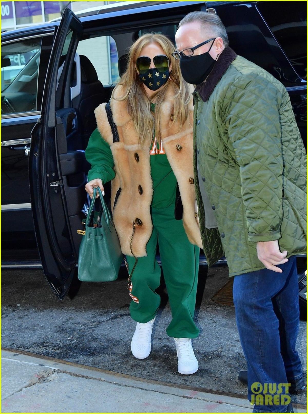 Jennifer Lopez vừa trở về New York sau kỳ nghỉ lễ Giáng sinh ở Miami.