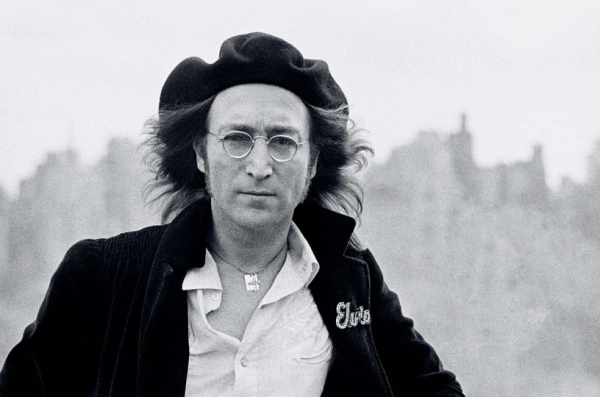 Và trong sự nghiệp của mình, Hamill đã có cơ hội gặp gỡ, chụp ảnh huyền thoại âm nhạc John Lennon.