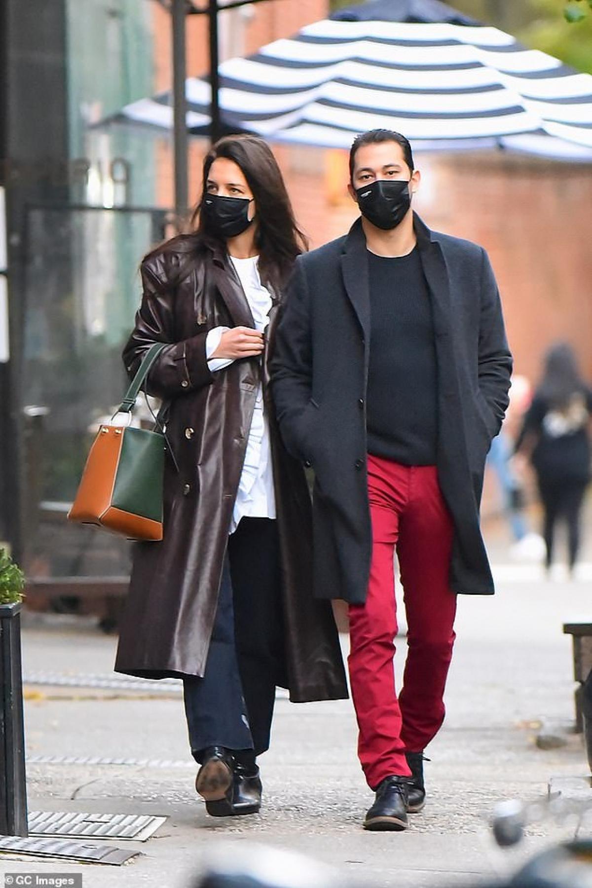 Katie Holmes và bạn trai quấn quýt không rời kể từ sau khi công khai hẹn hò./.