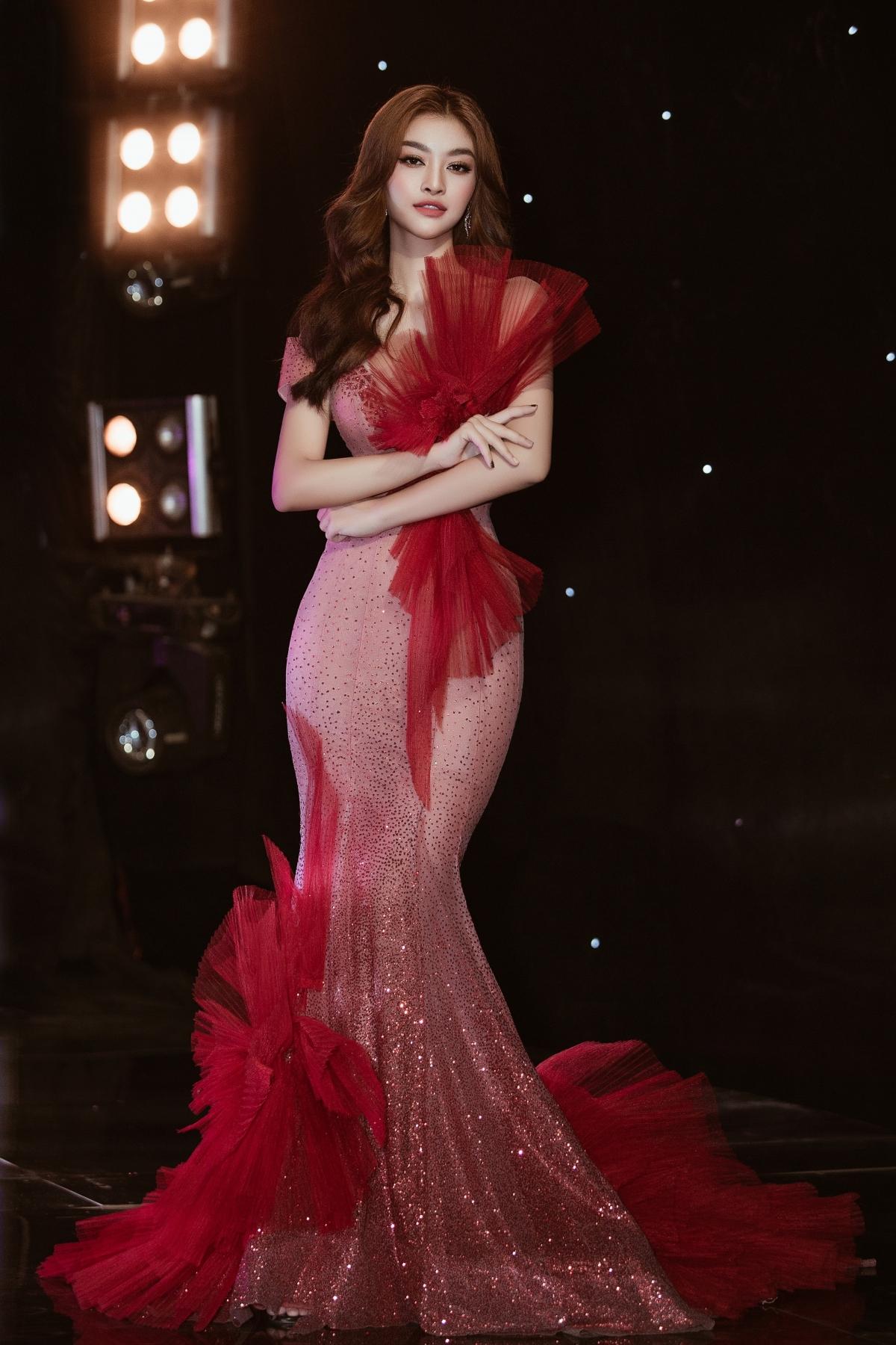 Đại diện cho mùa đặc biệt nhất trong năm - mùa xuân, Á hậu Kiều Loan diện đầm đỏ khí chất chuẩn beauty queen.