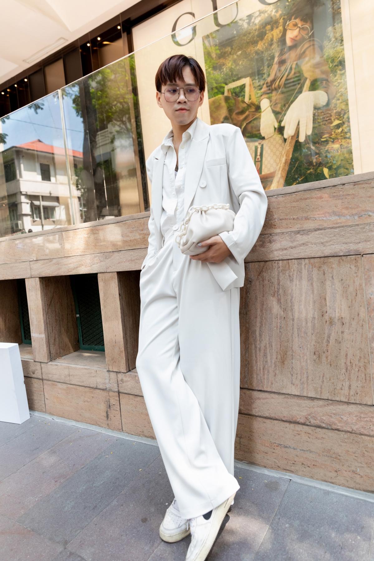 Chủ nhân giải ba gọi tên Cao Thanh Hiển, chàng trai cá tính với tông trắng thanh lịch kết hợp giữa suit và quần ống rộng.
