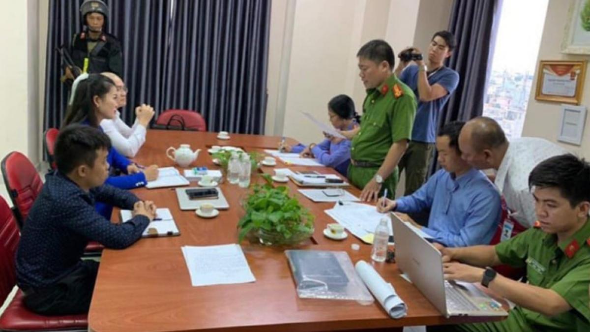 Cơ quan điều tra thực hiện lệnh bắt Nguyễn Thái Luyện