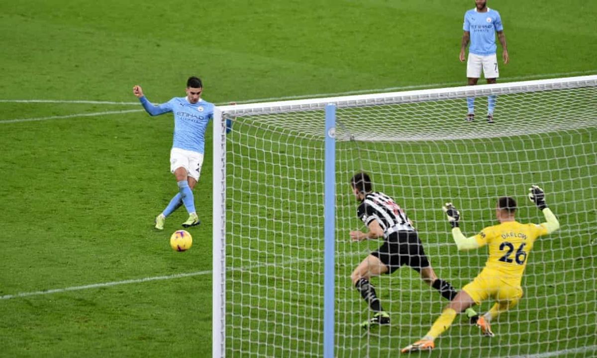 Torres ấn định thắng lợi cho Man City. (Ảnh: Getty)