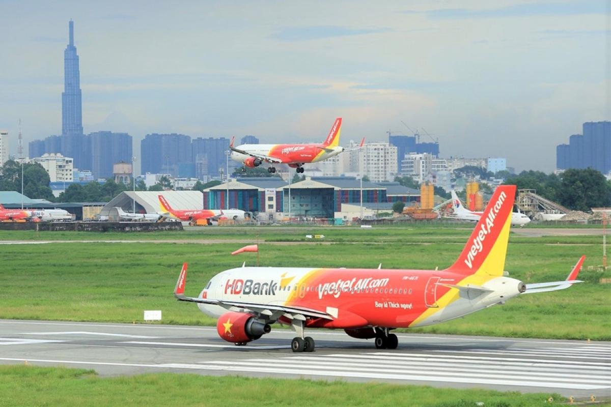 Là hãng hàng không tư nhân được cho là có nền tảng tài chính mạnh, nhưng chỉ trong 9 tháng năm 2020, dịch Covid -19 đã khiến Vietjet lỗ khoảng 2.400 tỷ đồng.