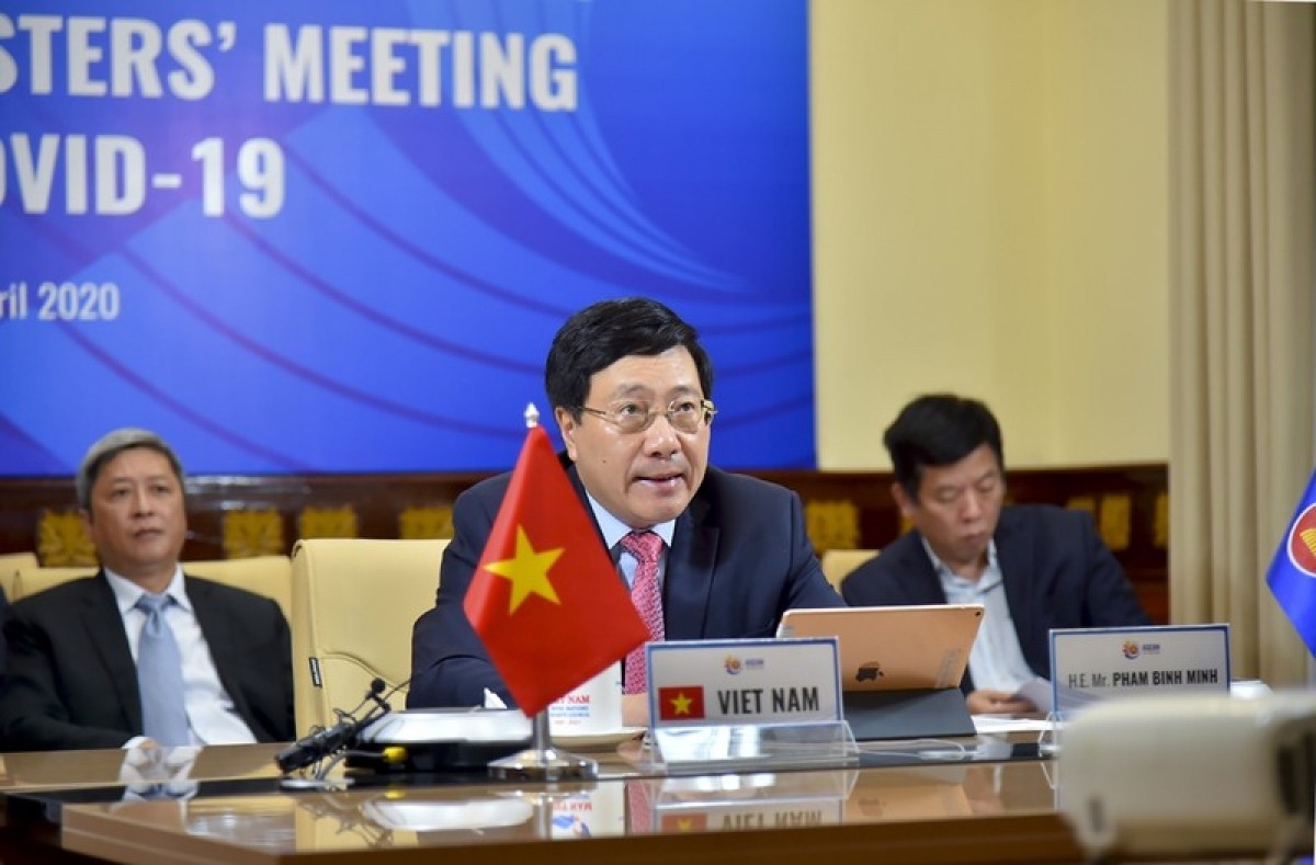 Phó Thủ tướng, Bộ trưởng Ngoại giao Phạm Bình Minh, trên cương vị Chủ tịch ASEAN 2020 dự Hội nghị trực tuyến Đặc biệt các Bộ trưởng Ngoại giao ASEAN-Mỹ về Covid-19 ngày 23/4.
