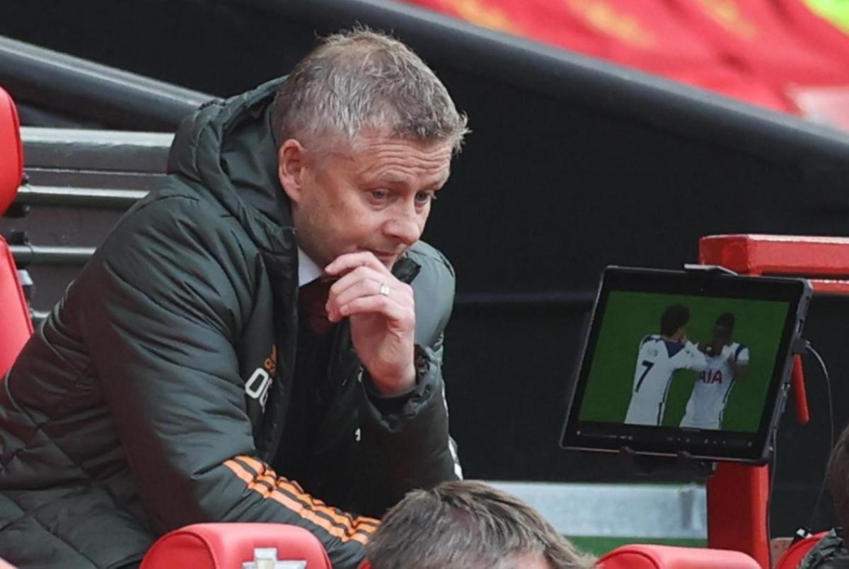 David Moyes, Louis Van Gaal và Jose Mourinho đều đã mang cúp về cho MU nhưng Solskjaer thì chưa. (Ảnh: Getty)