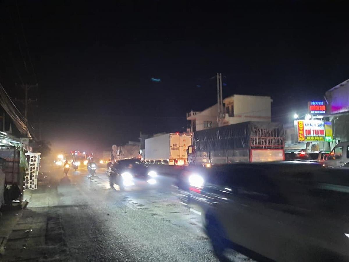 Mỗi tối khu vực cầu Mỹ Quí đều xảy ra ùn ứ giao thông.