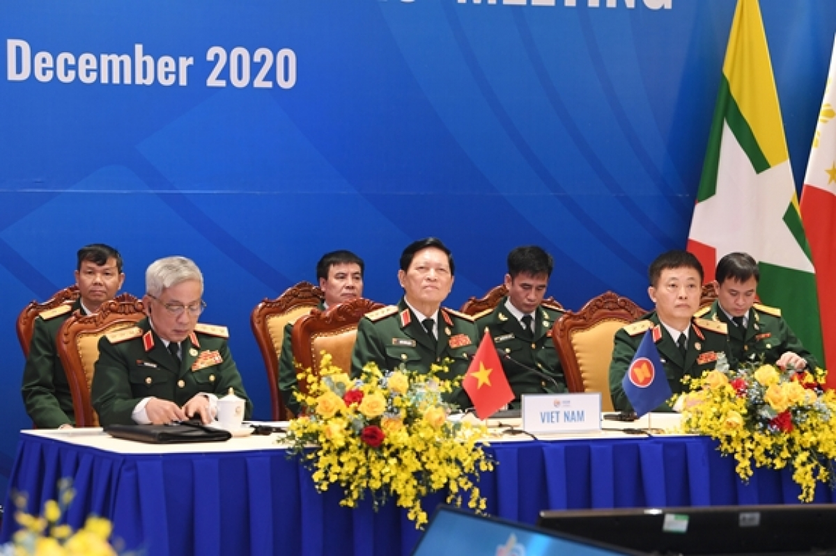 General Ngo Xuan Lich, Minister of National Defence of Vietnam, chairs the 14th ASEAN Defence Ministers' Meeting virtually held in Hanoi on December 9. (Photo: qdnd.vn)