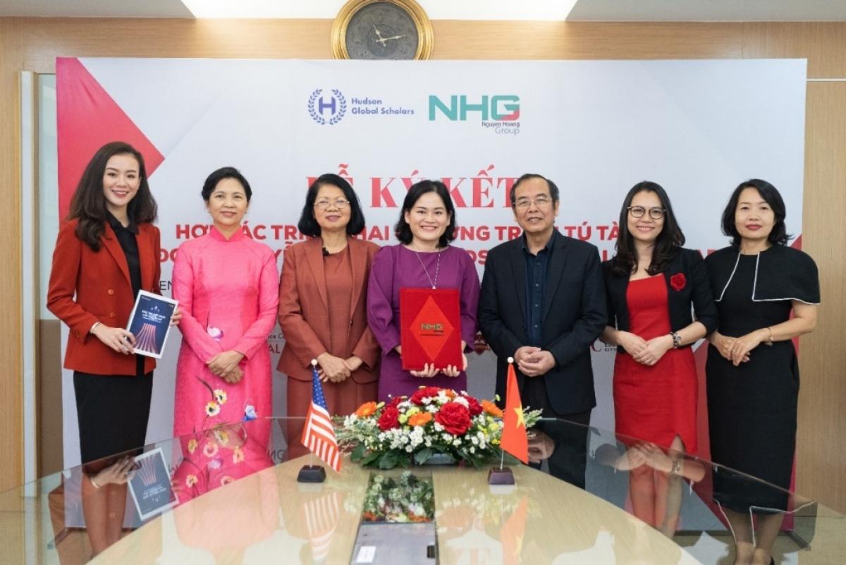 Lễ ký kết giữa Tập đoàn giáo dục Nguyễn Hoàng, Tổ chức Hudson Global Scholars và Trường Providence Country Day tạo cho cơ hội cho học sinh Việt Nam trở thành du học sinh Mỹ trên đất Việt
