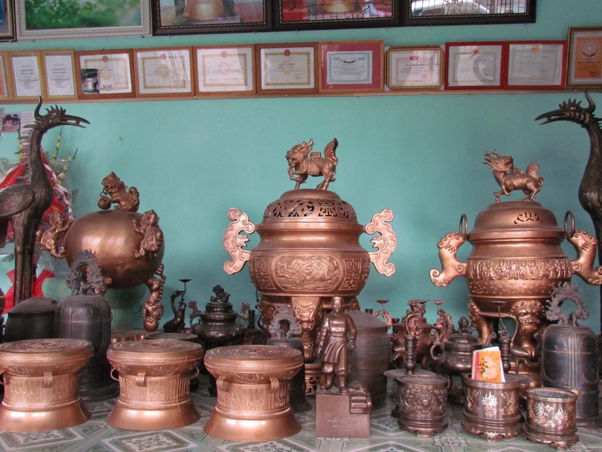 Một số sản phẩm của làng đúc đồng Lộng Thượng.