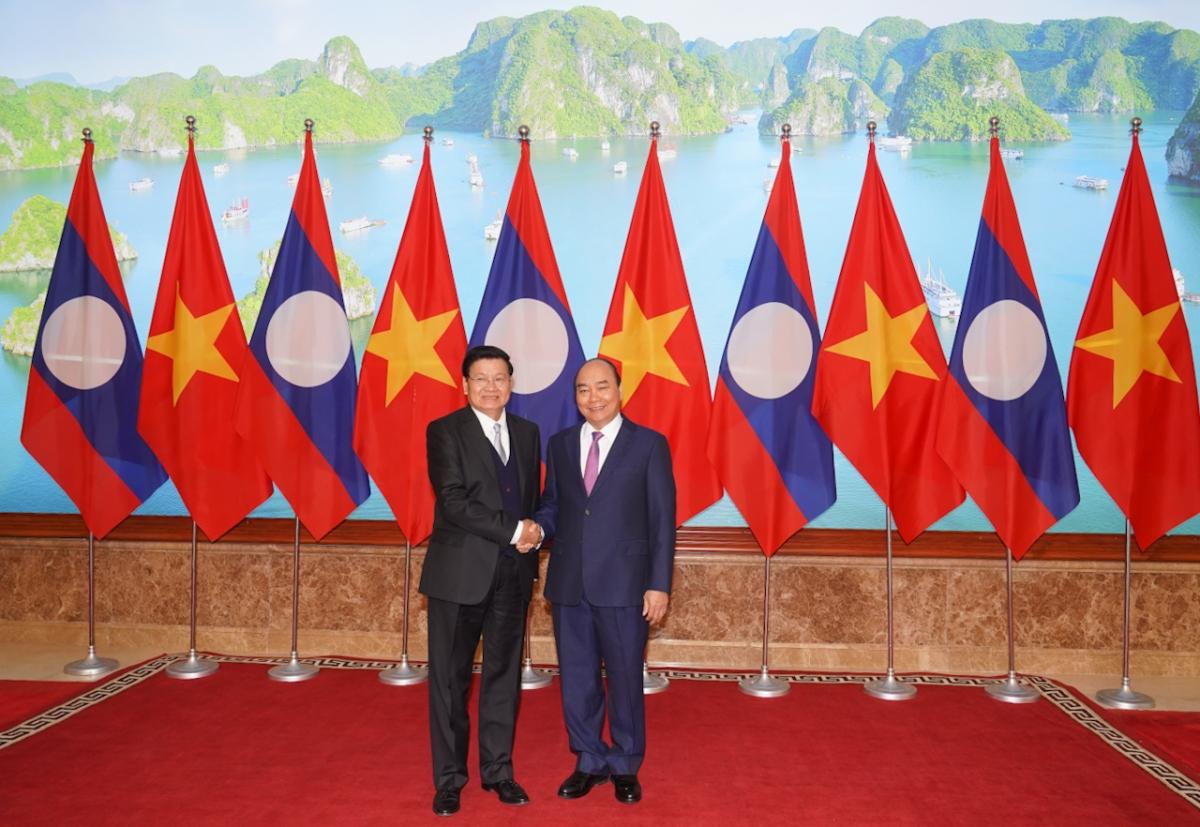 Thủ tướng Nguyễn Xuân Phúc và Thủ tướng Lào -Thongloun Sisoulith.