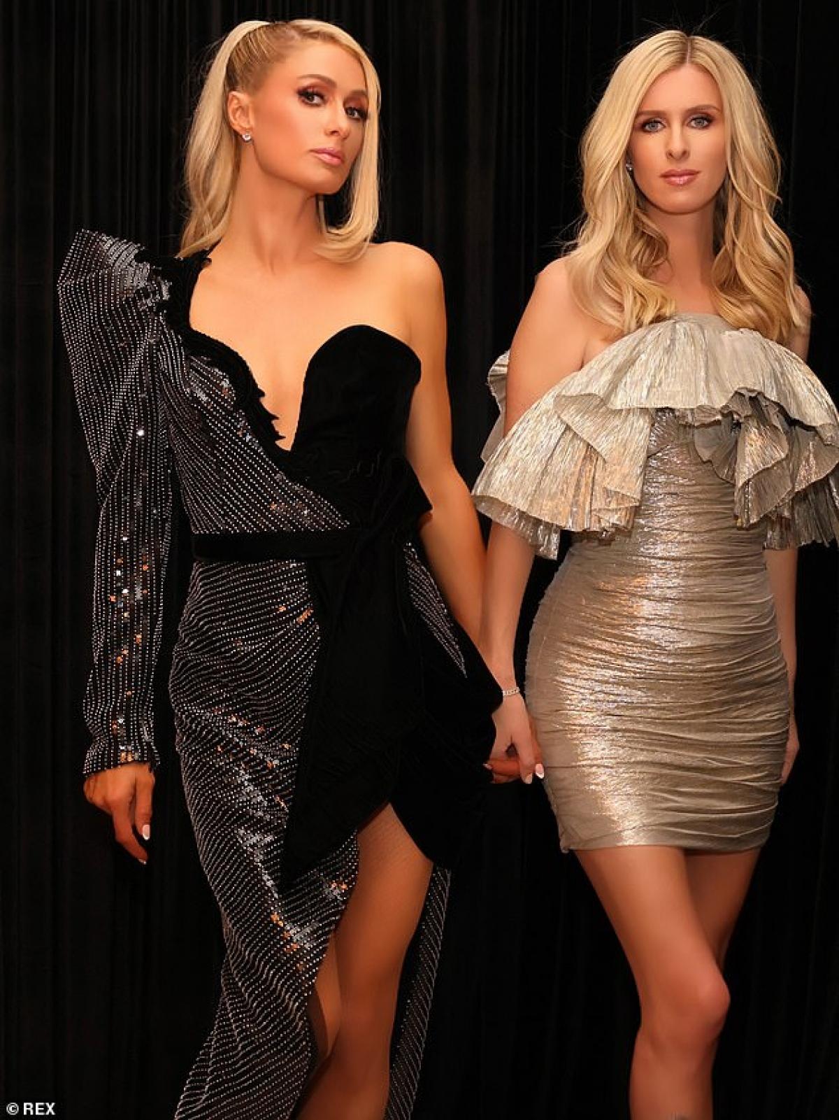 Trong buổi chụp hình còn có sự xuất hiện của em gái Paris Hilton, đó là Nick Hilton.