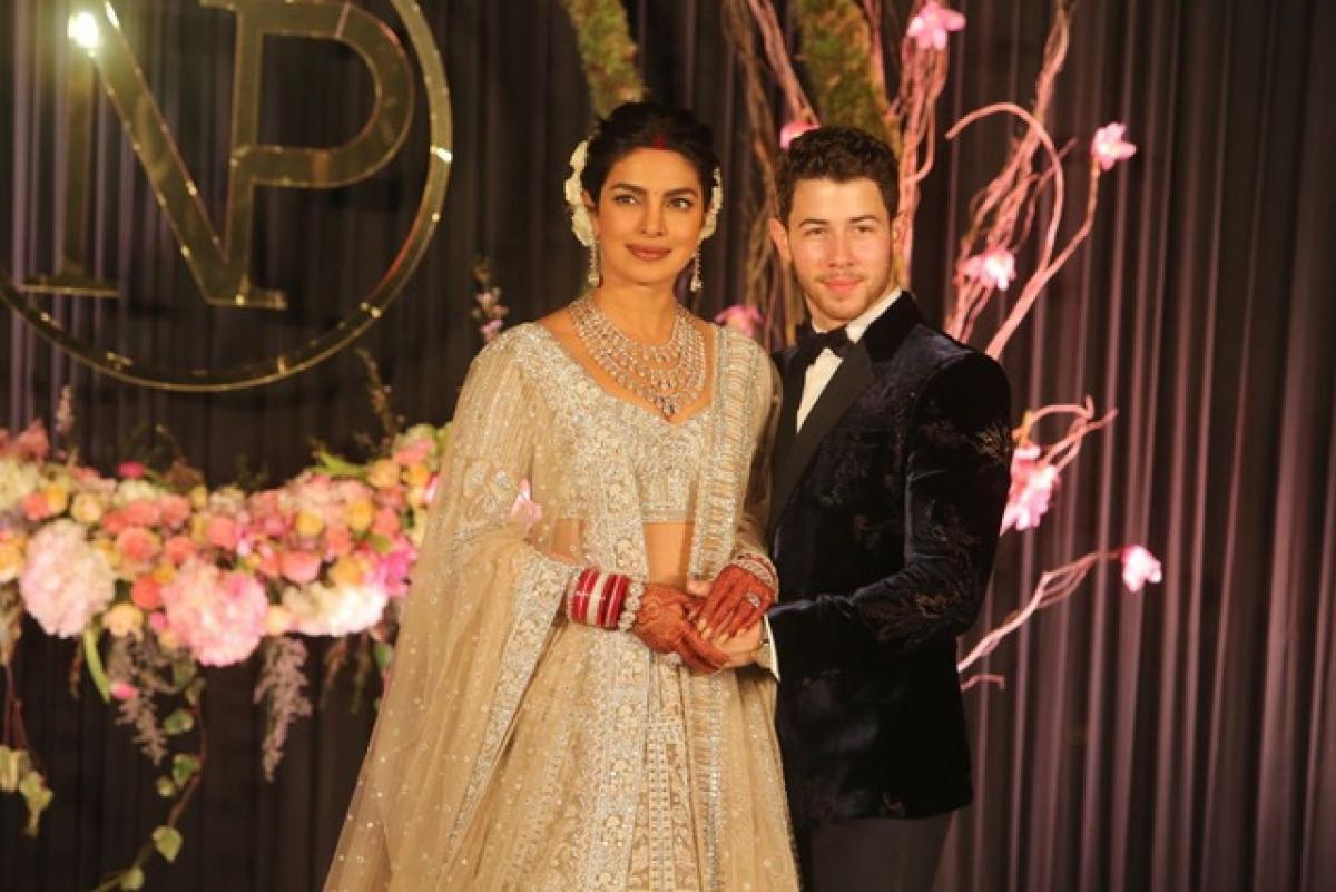 """Mừng kỷ niệm 2 năm ngày cưới, trên trang cá nhân mới đây, mỹ nhân Ấn Độ viết: """"Chúc mừng kỷ niệm 2 năm ngày cưới, tình yêu của em. Anh luôn ở bên em, là sức mạnh, là điểm tựa, là tất cả đối với em. Em yêu anh!""""."""