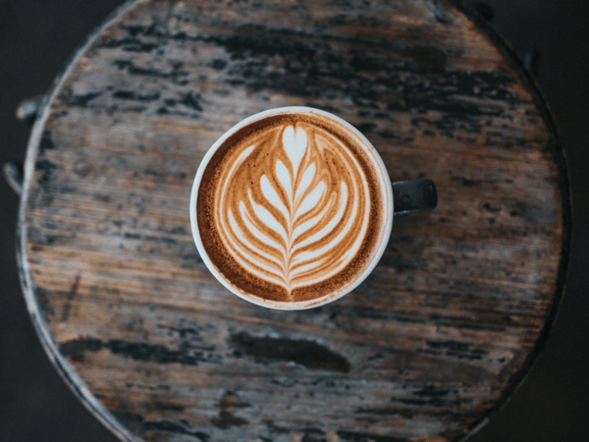 Cà phê: Nghiên cứu cho thấy chất caffeine có trong cà phê có thể giúp giảm các cơn đau do chấn thương vận động.